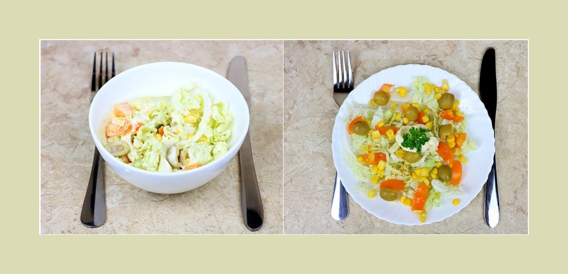 Leichter Gemüsesalat mit Oliven, Chinakohl, Mais und Tomaten
